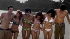 artis bikini air terjun pengantin