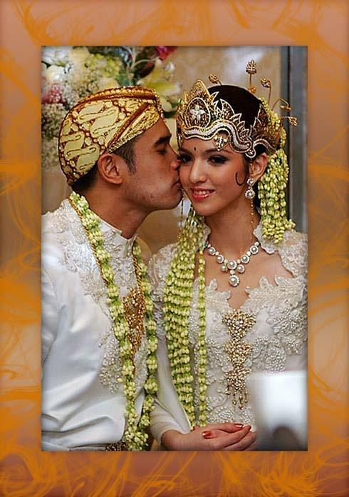 http://rakyatdemokrasi.files.wordpress.com/2010/04/pernikahanriaramadhaniardibakri_thumb.jpg?w=490&h=696